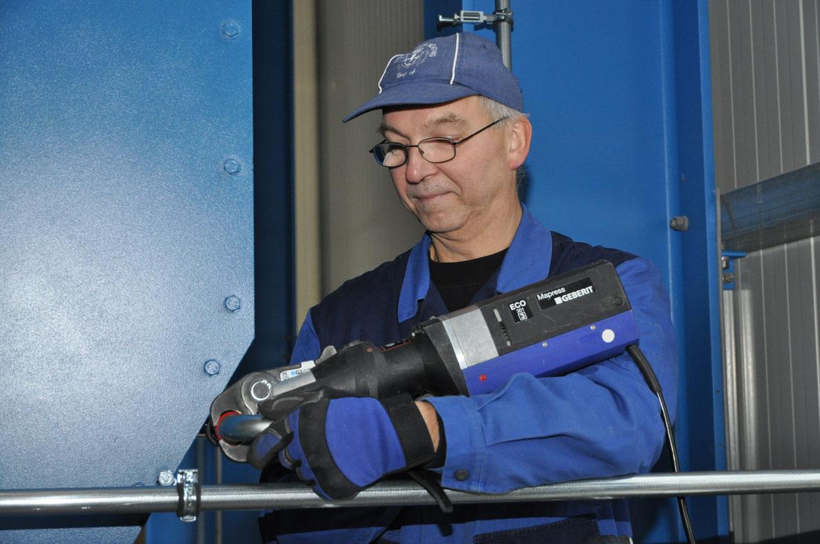 Unsere Fachkräfte für Drucklufttechnik bei der Arbeit